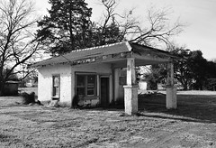 Old Gas Station, US Hwy 75, Streetman, Texas 1312260948BW (Patrick Feller) Tags: county abandoned station us highway texas gas hwy service 75 freestone streetman