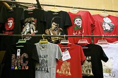Bargainging OK for the Big Emperors (cskazmer) Tags: red mao che tshirts macau obama brucelee cheguevara nikon1v2 cskazmer
