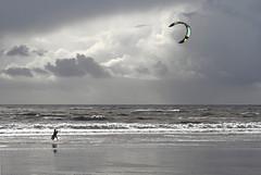 Kitesurf (Philippe POUVREAU) Tags: ocean kite france beach water wind 7d kitesurf plage 2014 océan loireatlantique saintbrévin océanatlantique sportnautique beacheslandscapes kitesurfeur paysderetz planchevolante aéroplanchiste