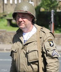 Haworth 1940's Weekend 2014 - IMG_9862 (grab a pic) Tags: uk england man men canon vintage soldier army eos war uniform military yorkshire wwii 1940s 7d ww2 airborne reenactment westyorkshire homefront worldwar2 oldfashioned haworth livinghistory 2014 101stairbornedivision screamingeagles warweekend brontecountry haworth1940sweekend
