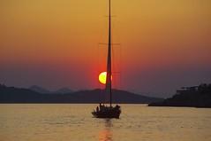 Dubrovnik (Croatie) (PierreG_09) Tags: sunset mer soleil croatia hr bateau dubrovnik coucherdesoleil croatie hrvatska adriatique lapad lapadbeach dalmatie