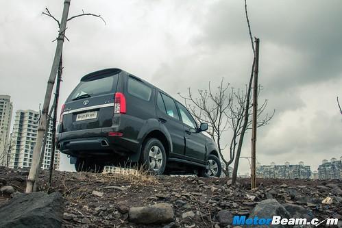 2015-Tata-Safari-Storme-Facelift-01