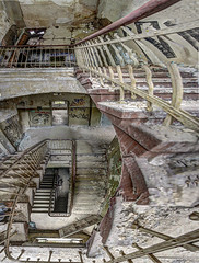 I LIKE STRANGE PERSPECTIVES (Wendelin Jacober) Tags: lostplace creativecommons cc free royalty