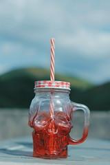 Caneca. (CookieSiouxsie) Tags: caneca mug skull caveira red 50mm ar livre criatividade creative cool rocker