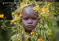 Surma, Peuple de l'Omo, Éthiopie - People of the Omo, Ethiopia ( Jean-Yves JUGUET ) Tags: tribe tribal tribu tribes ethnic ethnology ethnie culture tradition ethiopia ethiopie tulgit turgit kibish surma suris suri field boy kid child tree arbre peuledelavalléedelomo peopleoftheomovalley nomadicpeople artistic pigments rite bodypainting adornment east africa