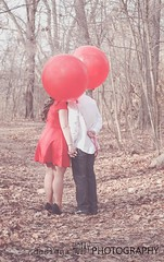 love (designsHOBBYPHOTOGRAPHY) Tags: love valentine valentinesday young couple portrait people red balloon kiss woods balloons