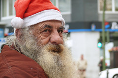 See you at Christmas. (Mr.Grijander) Tags: madrid christmas street portrait people man navidad gente retrato hombre calles foreground primerplano