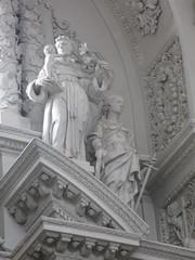 2013-07-24-Mnchen-308-StKajetan (thepuckmathias) Tags: church monument germany munich mnchen bayern allemagne glise odeonsplatz theatinerkirche bavire sanktkajetan franoisdecuvillisderltere