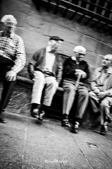 A la orilla del tiempo (NereaMadrid) Tags: espaa color blanco y guitarra negro pueblo personas vida pirineos ancianos