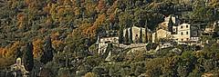 Alla fine scoprirai che le cose pi leggere sono le uniche (Ska * mon) Tags: trees italy panorama alberi landscape italia case campagna toscana valdorcia veduta scorcio casali