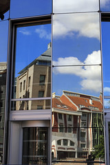 Lille, rue Gustave Delory, architecture moderne (Ytierny) Tags: france vertical architecture moderne ciel lille miroir nuage btiment faade nord immeuble vitre edifice mtropole flandre conseilgnral ruegustavedelory citflamande ytierny