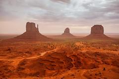 La tierra roja (Lou Rouge) Tags: usa landscape utah rocks paisaje roadtrip western navajo monumentvalley rocas viajar redland