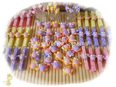 DSCN2899 (Lili Arte em biscuit) Tags: rosa amarelo biscuit coruja lápis lilás prendedor grampo aplique fecha pregador corujinha ponteira
