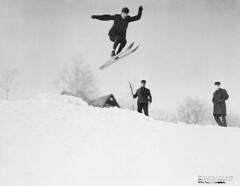 Ski jumping / Saut  ski (BiblioArchives / LibraryArchives) Tags: winter canada sports hiver lac leisure olympics 1905 bac skijumping olympiques loisir libraryandarchivescanada sautski bibliothqueetarchivescanada notmanson