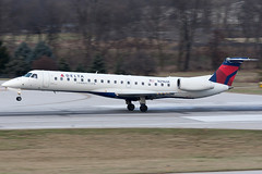 Delta Connection (Chautauqua Airlines) Embraer ERJ-145 N296SK KCMH 28DEC13 (FelipeGR90) Tags: columbus ohio airplane aviation chq embraer cmh chautauqua planespotting erj regionaljet commercialaviation erj145 deltaconnection portcolumbus emb145 avgeek chautauquaairlines erj145lr e145 kcmh n296sk phxspotters