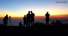 Com os Amigos na Pedra Bonita  -  Rio de Janeiro (mariohowat) Tags: sunset sun sol riodejaneiro natureza pôrdosol pedrabonita mygearandme mygearandmepremium mygearandmebronze mygearandmesilver mirantesriodejaneiro