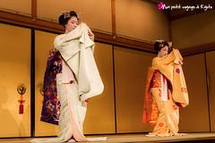 Espace Gion (Voyage  Kyoto) Tags: japan kyoto ikebana maiko geisha    kimono kansai thtre japon bunraku musique koto kyogen    hanamikoji   scne     kyomai     gagaku    artfloral  yasakahall dansetraditionnel crmonieduth quartiergion  thtregionkobukaburenjo espacegion gionkn