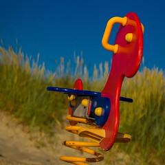 Schaukelpferd - Schnberger Strand (Matze OWL) Tags: strand meer sonne ostsee pferd schleswigholstein spielen schnbergerstrand kielerbucht