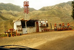tizi-n-testpas (atsjebosma) Tags: tizintestpad highatlas morocco spectacular mountains views uitzichten forsale shop tajine food atsjebosma driving car