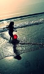 Sara ❤ (.ღ♫°Qanas°♫ღ.) Tags: playing beach fun photography see kid flickr dubai sara child photos united uae daughter emirates arab edit dxb
