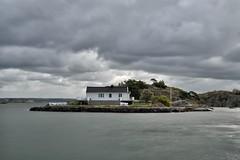 Styrs Bratten (-Lucie-) Tags: mer eau sweden ile ciel paysage maison suede poselongue nd1000 nikond90 sigma1750 polarisantkenko