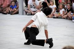 Pie en suelo (vcastelo) Tags: madrid plaza espaa calle spain agua fiesta arte danza carmen baile werner rivas mojados provisional calle4