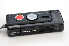 Agfamatic 5008 makro pocket (pho-Tony) Tags: germany 110 127 german pocket agfa makro 16mm sensor instamatic cartridge bigredbutton agfamatic subminiature f27 5008 photosofcameras solinar agfamatic5008makropocket agfamatic5008