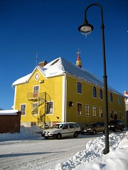 Lycksele, Sweden, 2006 (mathieu.LM) Tags: road blue winter sky house snow building lamp car yellow landscape floor sweden 2006 staircase sverige scandinavia scandinavian lycksele västerbotten canonixus55