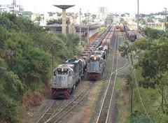 16312 Ptio de Uberlndia MG. Na Linha 1 as BB40-2 #6502 + DDM45 #860 com trem X744; na Linha 2 trem J170 com BB40-2 #8146 + 6503 + DDM45 #837 (Johannes J. Smit) Tags: brasil vale trens efvm vli