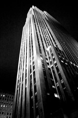 GE building in NYC (GBracco) Tags: plaza nyc newyorkcity light blackandwhite skyscraper canon dark lens nbc midtown rockefeller ge 5dmarkiii blackandwhitenycrockefellerplazaskyscrapertallbuilding gebuildimg