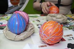 08/04/2014 Πολύχρωμα διακοσμητικά αυγά με κλωστή
