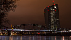 Schlaflos...(1) (marcelmehlhorn) Tags: nacht night langzeitbelichtung ezb europäische zentralbank skyline brücke mainbrücke main fluss zug frankfurt