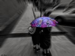 Raining Days (Jotha Garcia) Tags: rainingdays rain lluvia paraguas umbrella niñas frozen desaturado zooming zoom jothagarcia huaweig7 street calle trabajosmanuales march marzo primavera spring 2017 girls
