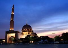DPP_6351 (whchoy) Tags: nightphotography mosque nightscene putrajaya klcc twintower putrajayamosque