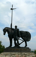 Скульптурная композия «Первопоселенец»