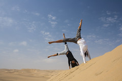 Viva! (Fr4nchito) Tags: africa motion fun sand ballerina afternoon dunes dune dancer afrika movimento namibia sabbia mosso walvisbay divertimento pomeriggio