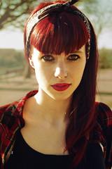 Captulo 73 de 365 - Batalla de colores. (Diego V - Fotgrafo) Tags: sexy mujer rojo sara chica diego v ojos preciosa blah labios bella 365 mirada dias marzo pinup pelo 2014 andrade proyeto velando pronfudidad