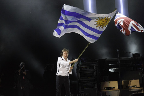rock night canon paul uruguay concert flag concierto band bandera beatles montevideo mccartney centenario orquesta outthere canon5dmkii jikatu