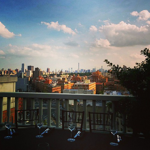 #DinnerWithFriends #partywithaview #nycskyline #nyccatering