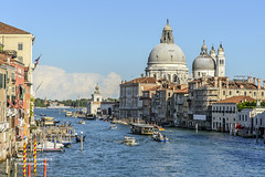 Grand Canal Traffic, Venice, Italy (D200-PAUL) Tags: venice italy grandcanal santamariadellasalute lasalute canalgrand accademiabridge bridgeaccademia