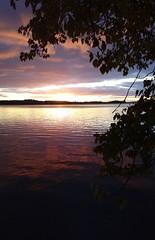 Sunset light display (KamalaKala) Tags: autumn sunset lake october syksy jrvi auringonlasku nsijrvi lokakuu