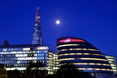 Dawn Moon over City Hall (A-Lister Photography) Tags: lighting new city longexposure morning blue trees light red moon tree london colors horizontal architecture sunrise landscape dawn lights early ic cityscape colours cityhall earlymorning citylife bluesky landmark icon fullmoon normanfoster citylights government moonlight bluehour colourful iconic modernarchitecture offices daybreak cityoflondon treetop mayoroflondon londonicon borisjohnson iconiclondon theshard adamlister nikond5100 alisterphotography vision:sunset=0732 vision:sky=0986 vision:outdoor=0948 vision:dark=0741 vision:clouds=0943