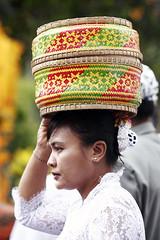Bali5DBatukaru_20131024_0533 (bourjean29) Tags: bali indonesie kuningan odalan offrandes danseur batukaru crmoniereligieuse bourgeoisjean