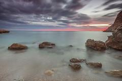 paraisos(EXPLORER 10-DICIEMBRE-2013) (natalia martinez) Tags: atardecer mar agua paz rocas sedas