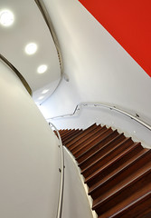 Stairwell at Mercedes World, Brooklands (Rich Lukey) Tags: architecture modern stairs bright interior steps wideangle stairwell tokina 1224mm mercedesbenzworld mercedesworld