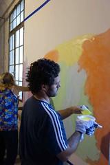 manu pintando