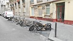 2015-06-15 Paris - Motos incendiées ainsi que la façade de l'immeuble - 66 rue de l'aqueduc (P.K. - Paris) Tags: paris france june fire juin voiture moto violence incendie 2015 insécurité criminel