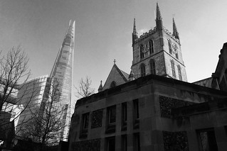 Y Shard ac Eglwys Gadeiriol Southwark / The Shard & Southwark Cathedral