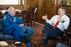 Astronaut Jeff Williams at U.S. Department of the Interior (NHQ201703230015) (NASA HQ PHOTO) Tags: jeffwilliams ussecretaryoftheinterior usdepartmentoftheinterior expedition48 washington dc usa ryanzinke nasa aubreygemignani