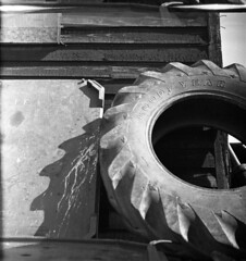 Saw (4foot2) Tags: hastings tyre tractortyre oldtyre worn old shadow analogue film filmphotography 120film bw blackandwhite monochrome mono ilford ilfordhp5 hp5 oldfilm outofdatefilm expiredfilm experimental standdevelop rodinal voigtlander voigtländerbrillant boxcamera mediumformat fourfoottwo 2017 4foot2 4foot2photostream 4foot2flickr goodyear